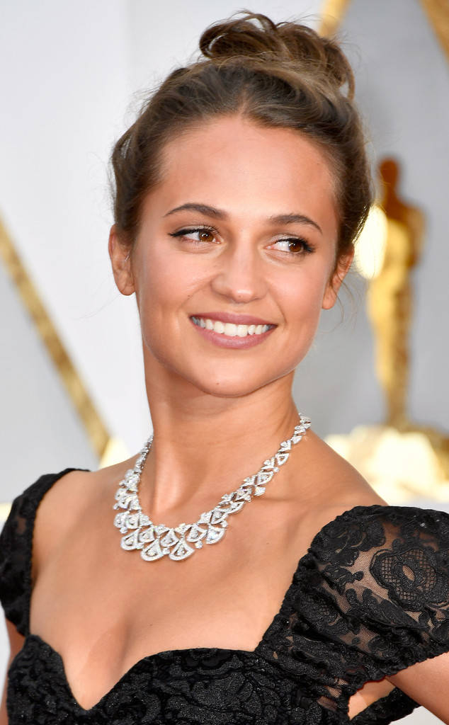 rs_634x1024-170226172707-634.Alicia-Vikander-Oscars-2017-Beauty.jpg